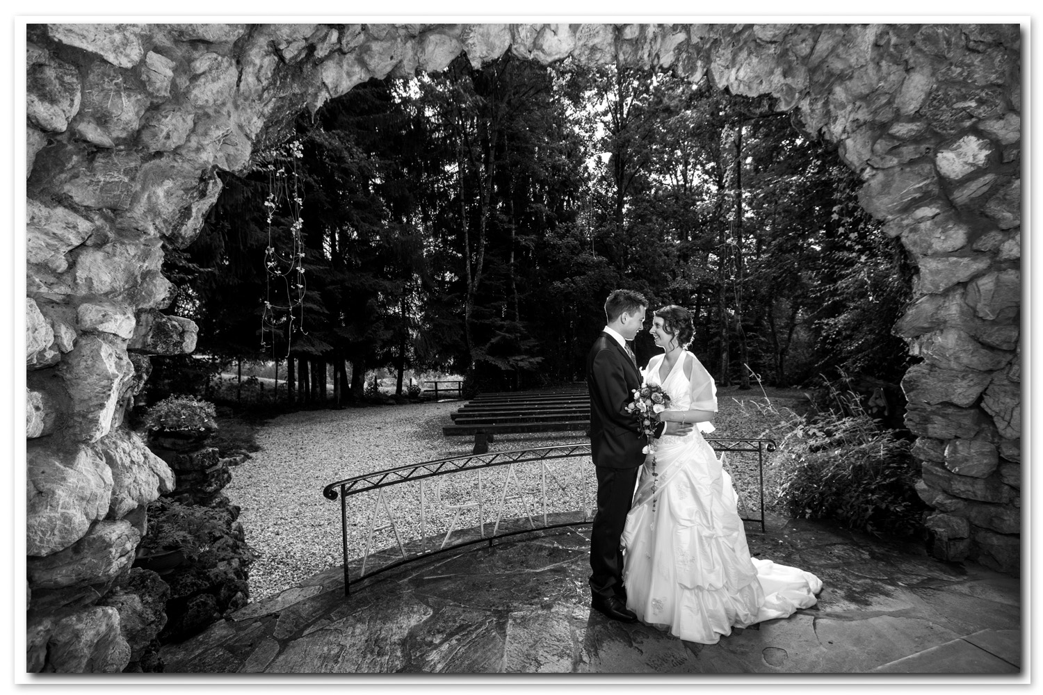Vuisternens, la grotte photo couple mariage